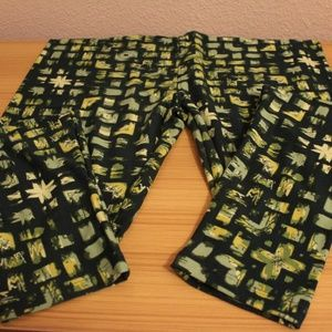 LuLaRoe Leggings Green Print Tall and Curvy